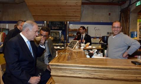 בנימין נתניהו במתחם התחנה קפה